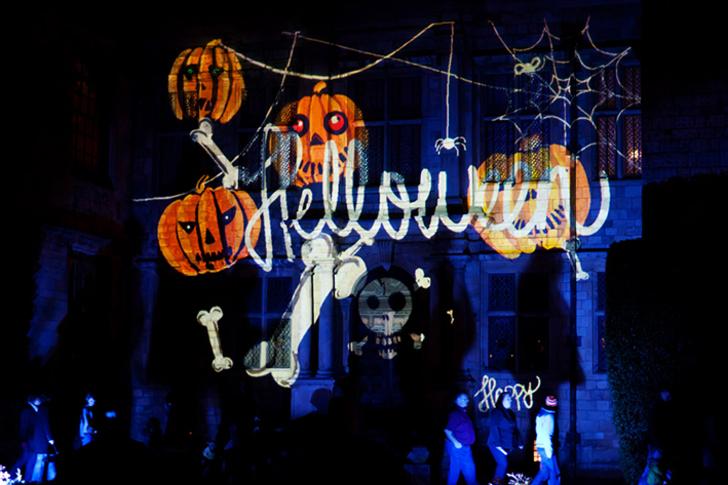 萬聖夜(Halloween),為「AllHallows'Eve」的縮寫,意為萬聖節的前夜,在每年的10月31日,是西方世界的傳統節日